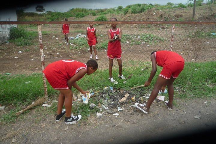 Müllsammeln vor jedem Training