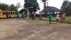 Basketballtraining mit PCSS Buea 2