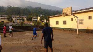 Basketballtraining mit PCSS Buea 3